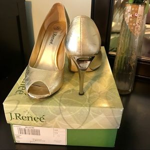 J.Renee Leda gold metallic heels with box